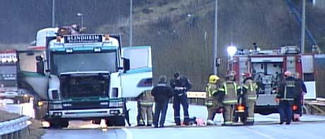 Innfartsvegen blei stengd ved Sørneset (Foto: Alf-Jørgen Tyssing)