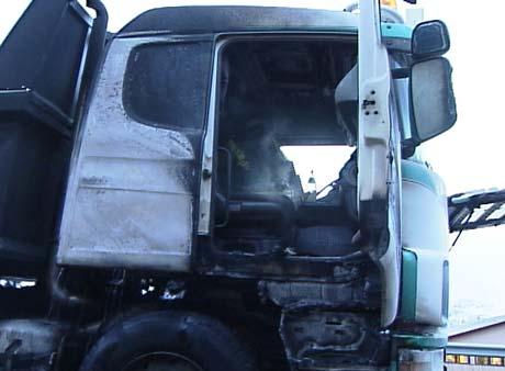 Bilen er tydeleg skadd av brannen (Foto: Alf-Jørgen Tyssing)