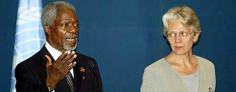 KONFERANSE: FNs generalsekretær Kofi Annan ber om 6 milliarder kroner til å dekke grunnleggende behov de neste seks månedene for flodbølgeofrene. (Foto: Thomas Cheng/AFP)