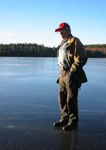 Trygve Ihler føler seg ikke trygg på Igletjern i Sør-Odal. (Foto: Vera Wold)