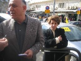 Dr. Mahdi F. Abdul Hadi og hans kone fikk ikke stemme. Det dukket opp problemer med navnelistene på grunn av vanskelige arbeidsforhold for palestinerne. (Foto: Ana Maria Borge Tveit/NRK)