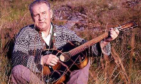 Lars Lillo-Stenberg synger Prøysen. (Foto:Scanpix)