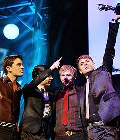 Den skotske gruppa Franz Ferdinand er ikke ukjent med å motta priser. Nå er de nominert til fem priser under Brit Awards. Foto: AP Photo.