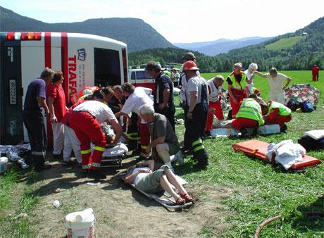Redningspersonell jobbet med 15 skadde, Foto: Scanpix