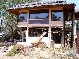 De kraftige vannmassene skapte store ødeleggelser også på hotellet til Steinfeld og familien. (Foto: Hans-Wilhelm Steinfeld)