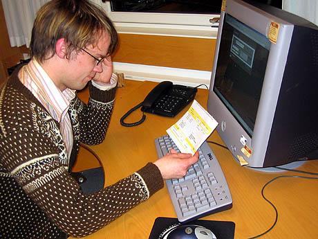 Å betale regninger på Internett kan gi hodebry for de fleste. Illustrasjonsfoto: Per Kristian Johansen, NRK