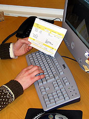 Stadig flere betaler regningene sine over Internett. Foto: Per Kristian Johansen, NRK