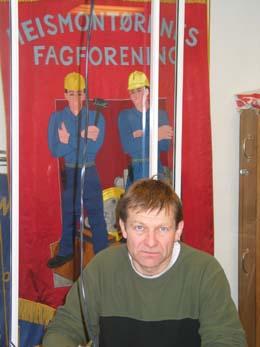 De er kampklare, gutta på fanen bak streikeleder Terje Skog. (Foto: Eva Stabell)