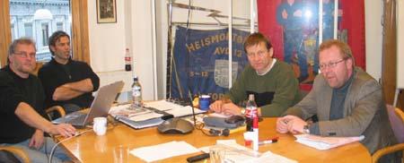 Nok et møte i heismontørenes streikekomité. Fra v. Tor Moen, Richard Dalberg, Terje Skog og Jan O. Andersen. (Foto: Eva Stabell)