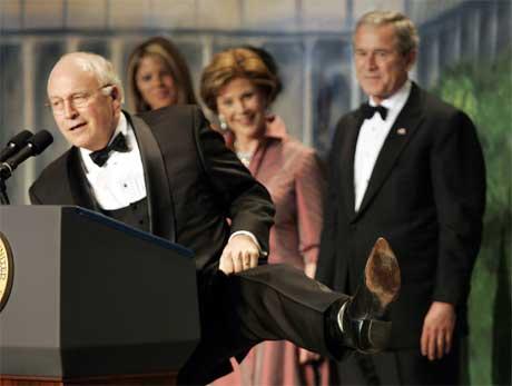 George Bush (t.h.) og Dick Cheney trodde på informanten som fikk kodenavnet Curveball. (Foto: AP/Scanpix)