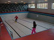 Elevrådet ved Ulefoss barneskole krever å få vann i bassenget.