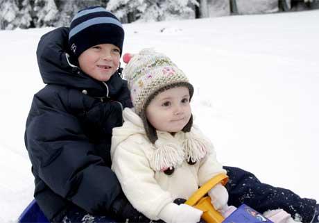 Fødselsdagsbarnet  Ingrid Alexanda sammen med storebror Marius(Foto:Jon Eeg/Scanpix)