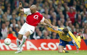 Thierry Henry er en av spillerne Lundekvam sliter med å stanse. (Foto: AFP / SCANPIX)