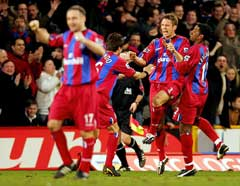 Crystal Palace-spillerne jubler etter 2-0-målet. (Foto: AFP/Scanpix)
