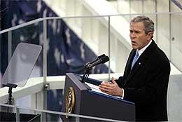 Bush holder innsettelsestalen i Washington 20.januar (Scanpix/AFP)