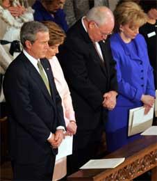 Presidential Inaugural Prayer, ekteparet George og Laura Bush (t.v.) sammen med Dick Cheney og hans kone Lynne (Scanpix / AP)