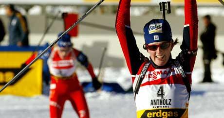 Sandrine Bailly var ikke langt foran Tora Berger i mål (Foto: AFP/Scanpix)