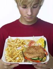 En måte du kan unngå å få diabetes på er å ha et sunt kosthold. Vekk med fast food og raske karbohydrater! Foto: Scanpix
