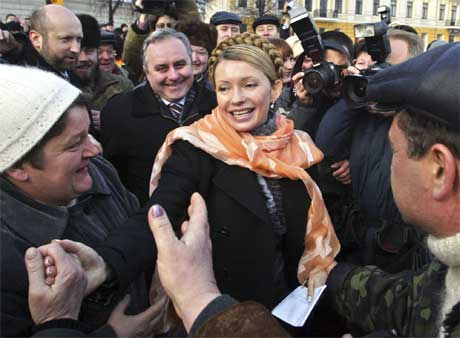 Julia Tymosjenko ble nominert til statsminister mandag. (Foto: AP / Scanpix)