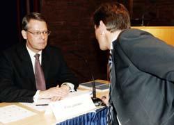 Peter Ruzicka (t.h.) og Finn Jebsen på Orklas generalforsamling i fjor. Alt da Ruzicka kom inn i styret for to år siden, gikk det rykter om at han skulle bli Jebsens arvtaker. (Foto: Cornelius Poppe, Scanpix)