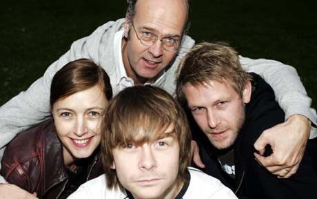 Regisør Erik Poppe sammen med skuespillerne Petronella Barker, Jan Gunnar Røise og Trond Espen Seim. Foto: Scanpix