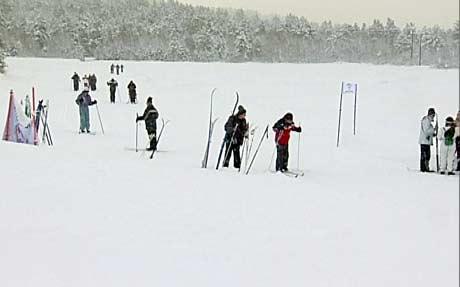 Mannen ble liggende i snøen bare 200 meter fra Heiskroa på Bjorli. (Foto: NRK)