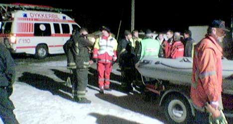 Politi og brannvesen søkte onsdag kveld med helikopter og dykkere etter en 59 år gammel mann som ikke kom tilbake etter en fisketur på Mingevannet i Sarpsborg. Foto: Lars Petter Brynildsen, NRK.