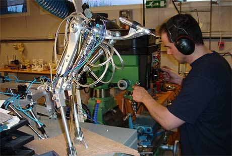 Mats Høvin lager sine egne roboter