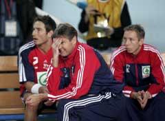 Glenn Solberg (t.v.) satt på benken under deler av Tysklands-kampen. (Foto: Bjørn Sigurdsøn / SCANPIX)