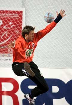 Keeper Steinar Ege slipper inn et skudd under kampen mot Egypt. (Foto: Bjørn Sigurdsøn / SCANPIX)