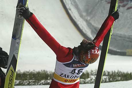 Roar Ljøkelsøy jubler over seieren i Zakopane (Foto: Reuters/Katarina Stoltz)