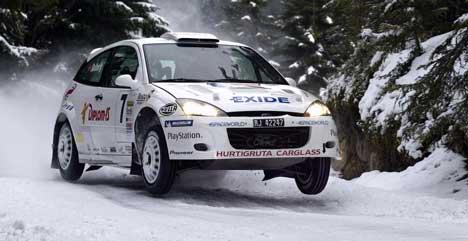 Henning Solberg fosser inn til en suveren seier i sin nye Ford under Rally Hadeland lørdag. Foto: Jørgen Steinli / SCANPIX