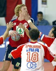 Kroatene måtte bruke ulovlige midler mot Børge Lund. (Foto: AFP/Scanpix)