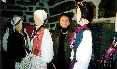 Gunnhild Aasen har klart å rekonstruere folkedrakter fra 1700 -og 1800-tallet. Foto: Haakon D Blaauw