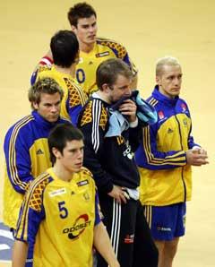 Knuste svensker etter tapet for Norge. (Foto: Reuters/Scanpix)