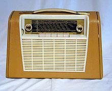 I 1958 kom Kurér Transi, som kunne drives med vanlige lommelyktbatterier. Foto: NRK