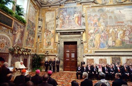 Da paven holdt sin nyttårstale for diplomatene i Vatikanet 10. januar i år, gikk han til angrep på stamcelle-forsking. (Foto: G.Borgia, AP)