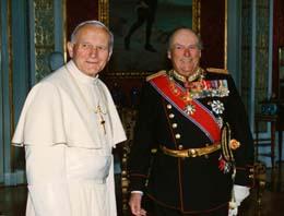 Kong Olav og pave Paul Johannes II under det historiske pavebesøket i Oslo i 1989. (Foto: Bjørn Sigurdsøn, NTB)