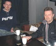Thomas Helås Larsen ved Horoskopet Bar og Hans Edmund Waagan ved Tordenskiold Pub er ikke glad for helsesjefens røykeforbud. Foto: Rune Christoffer Holm, NRK.
