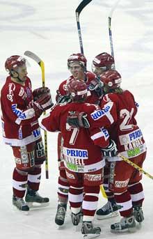 Fin opphenting fra Stjernens side mot Vålerenga ved 0-3, men til ingen nytte. VIF stakk av med 3 poeng. Foto: Håkon Mosvold Larsen / SCANPIX .