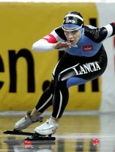 Anni Friesinger viser storform på kvinnenes 500-meter i VM. (Foto: REUTERS / SCANPIX)