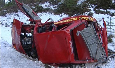 Kartleseren omkom og bilføreren ble sendt til sykehus med brudd i ryggen og hjernerystelse da bilen de satt i kjørte ut under Rally Solør lørdag. Foto: Henning Isdal.