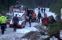 Redningsmannskap var raskt på plass ved ulykken men livet til kartleseren stod ikke til å redde. Foto: Henning Isdal