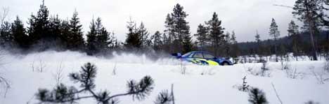 Petter Solberg testet mandag bil og dekk ved Hagfors, nord for Torsby i Värmland i Sverige, i forkant av Sweden Rally, som begynner fredag og som er det eneste rally som går på sneunderlag. Foto: Håkon Mosvold Larsen / SCANPIX