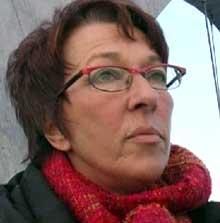 Inger Möller i Vägverket forteller at boka om Svinesundforbindelsen kommer ut sommeren 2005. Foto: NRK.