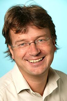 Stadig flere skaffer seg en DAB-radio og radiosjef Øyvind Vasaasen i NRK kan by på stadig bedre mottaksforhold. (Foto: Anne Liv Ekroll, NRK)