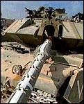 Israel har plassert ut stadig flere tanks som et ledd i de opptrappede sikkerhetstiltakene.(foto: aptn).