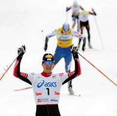 Felix Gottwald jubler over seieren i prøve-OL. (Foto: AFP/Scanpix)