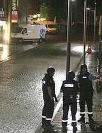 På utsiden av banken ble ranerne pågrepet. Foto: B. Sigurdsøn/ Scanpix