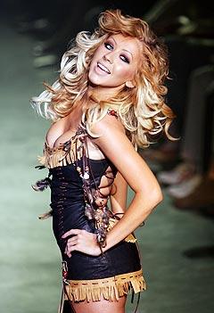 Christina Aguilera var uheldig da hun skulle børste håret sitt. Foto: Daniele La Monaca, Reuters / Scanpix.